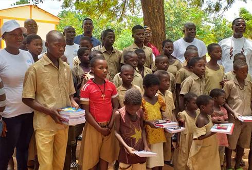 Rentrée scolaire 2019-2020 : Dons de kits scolaires à Avetsedome