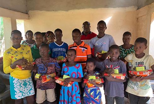 NOËL :L'association Eben Ezer « Tout est grâce » a donné la joie aux enfants orphelins de Vo